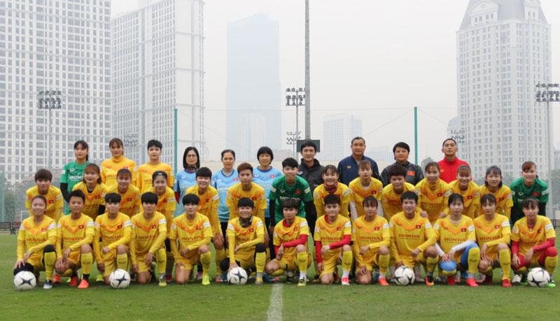 Buổi tập thứ ba của Đội tuyển nữ: đã đủ lực lượng và tập trung rèn thể lực -0