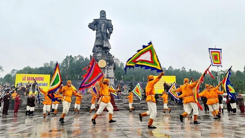 Dâng hương kỷ niệm 232 năm Quang Trung - Nguyễn Huệ lên ngôi Hoàng đế -0