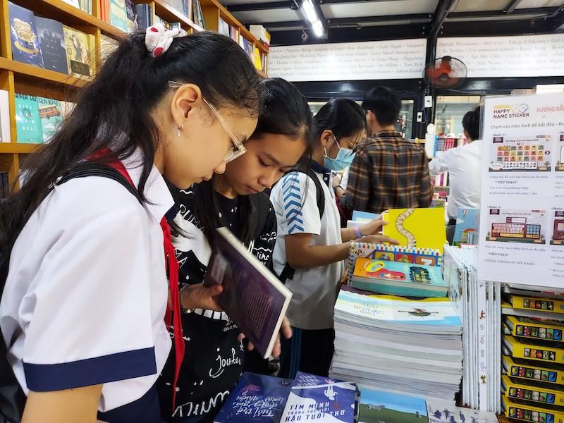 Đường sách TP Hồ Chí Minh kỷ niệm 5 năm thành lập -0