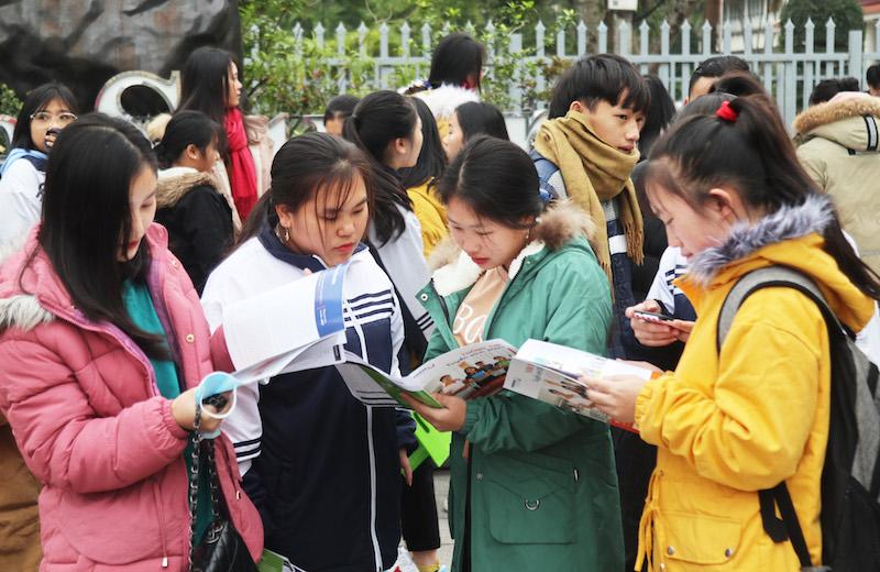 Hơn 3.000 học sinh Nghệ An dự ngày hội tư vấn tuyển sinh -0