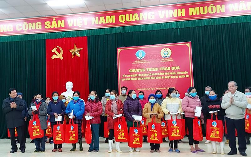 Hỗ trợ người dân Thừa Thiên Huế khắc phục hậu quả thiên tai -0