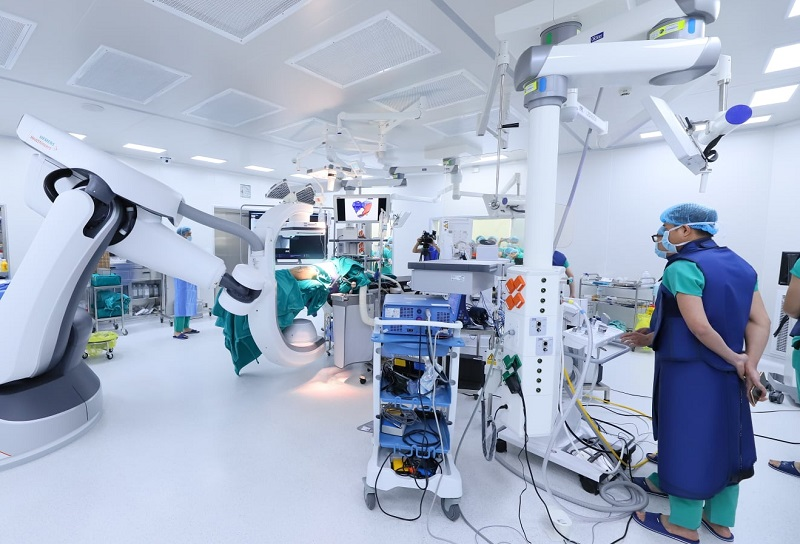 Lần đầu tiên, Việt Nam thành công thay xương chậu nhân tạo bằng titan -0