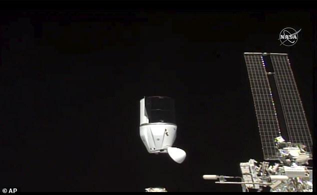 Rượu vang Pháp từ trạm vũ trụ trở về Trái đất sau 14 tháng không trọng lực -0