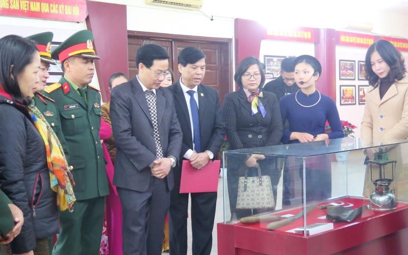 """Triển lãm """"Đảng Cộng sản Việt Nam - từ đại hội đến đại hội"""" -0"""