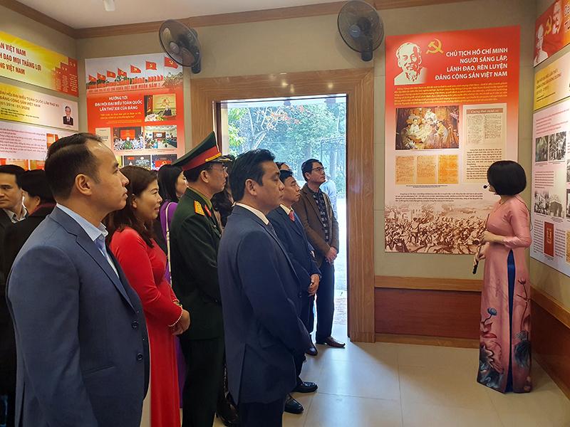 Triển lãm chuyên đề: Đảng Cộng sản Việt Nam qua các kỳ Đại hội -0
