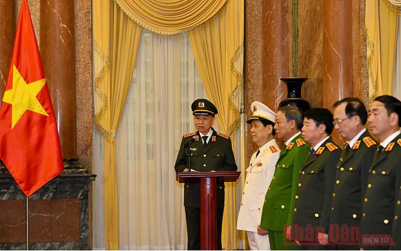 Tổng Bí thư, Chủ tịch nước Nguyễn Phú Trọng trao Quyết định thăng quân hàm Thượng tướng cho Thứ trưởng Công an -0
