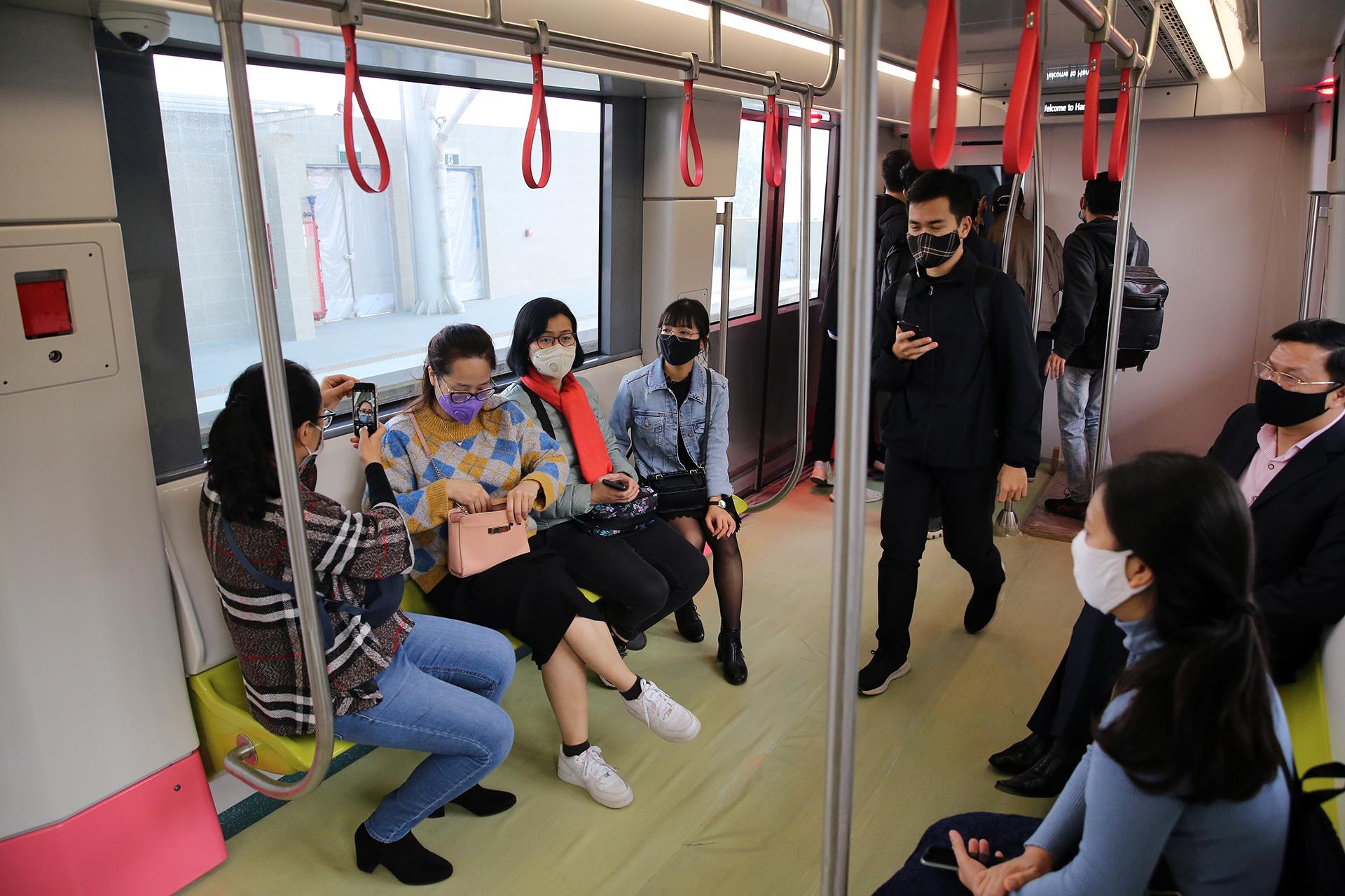 Mở cửa đón người dân tham quan tàu Metro Nhổn – ga Hà Nội -3
