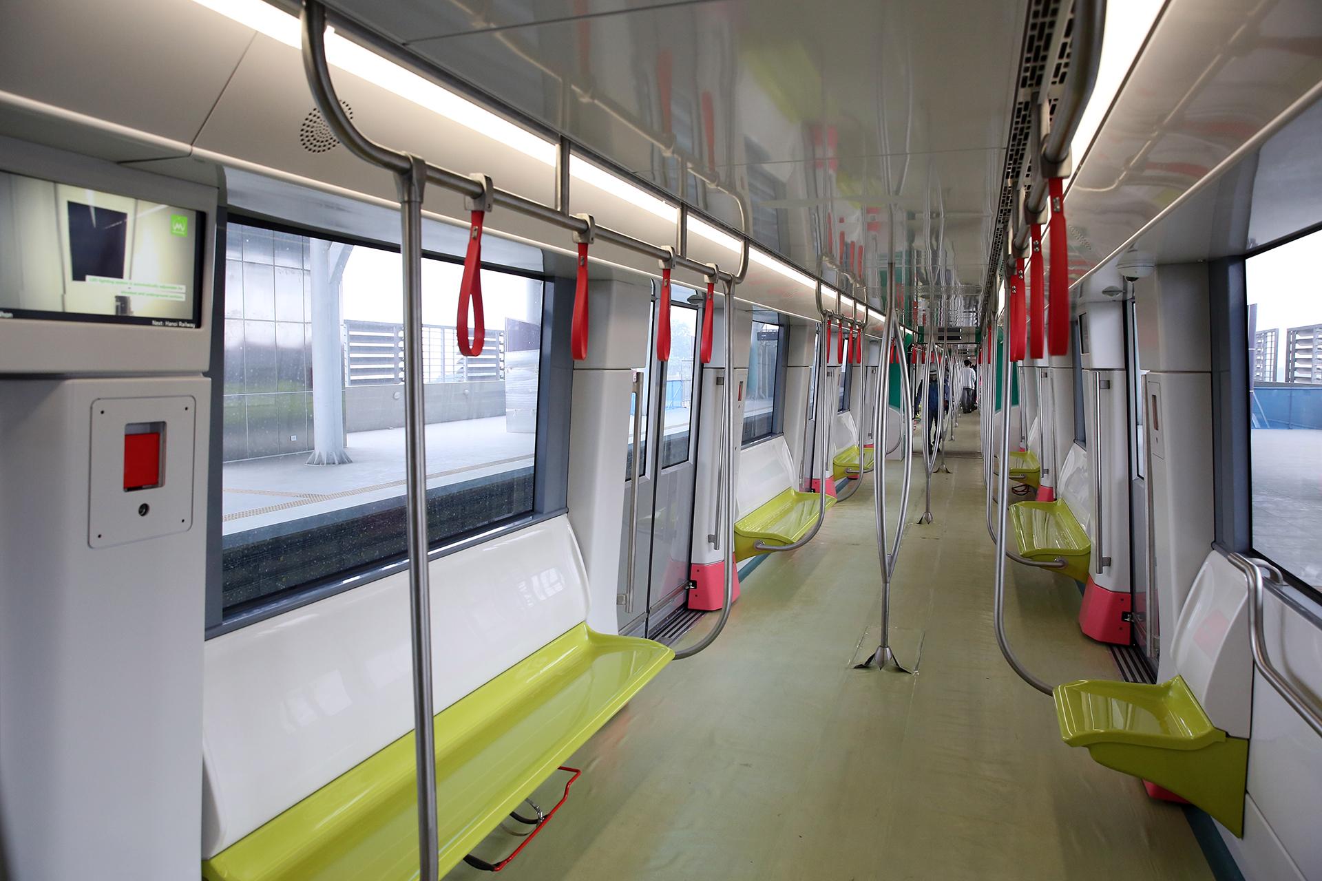 Mở cửa đón người dân tham quan tàu Metro Nhổn – ga Hà Nội -4