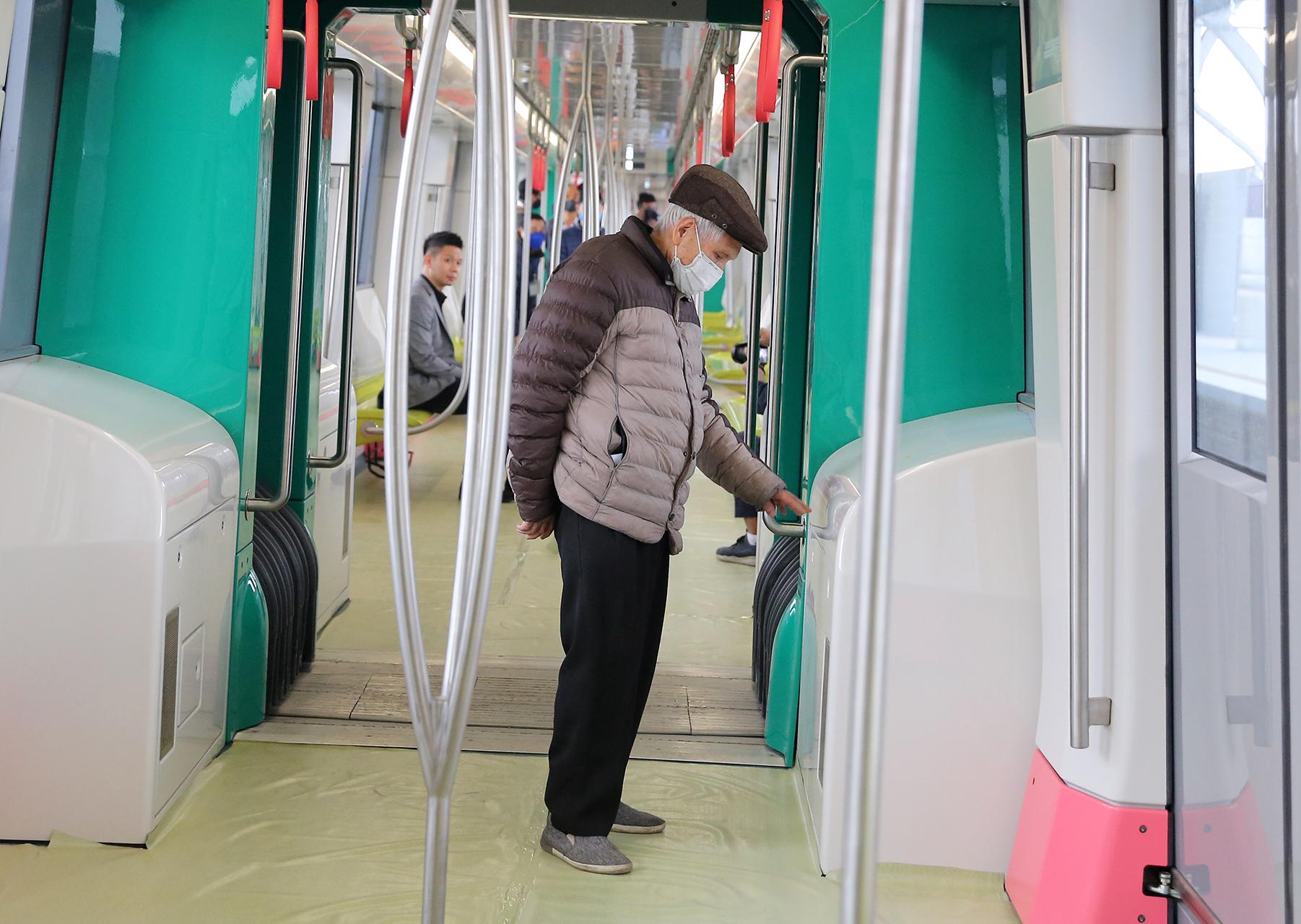 Mở cửa đón người dân tham quan tàu Metro Nhổn – ga Hà Nội -6