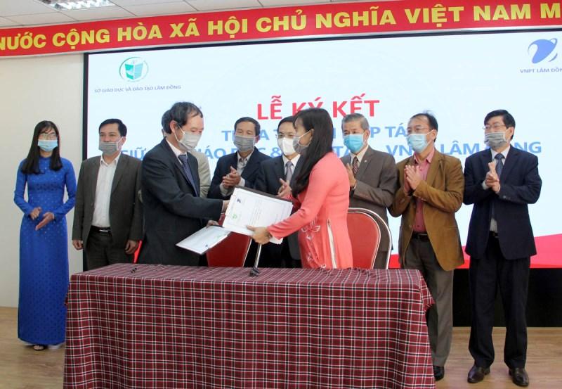 Khai trương Trung tâm điều hành giáo dục thông minh tỉnh Lâm Đồng -0