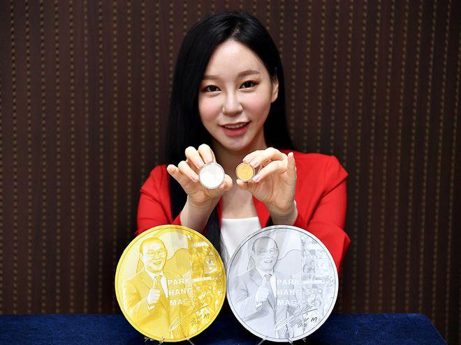 Hàn quốc phát hành Kỷ niệm chương vinh danh HLV Park Hang Seo -0
