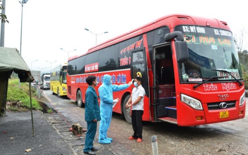 Lào Cai lập tám chốt kiểm soát y tế người và phương tiện ra vào tỉnh -0