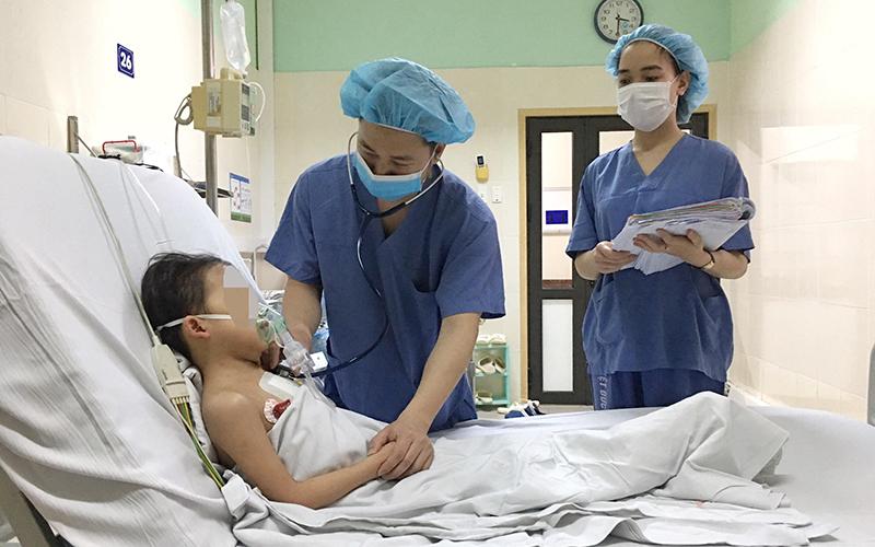 Kỷ lục ghép tim cho bệnh nhi nhỏ tuổi nhất Việt Nam -0