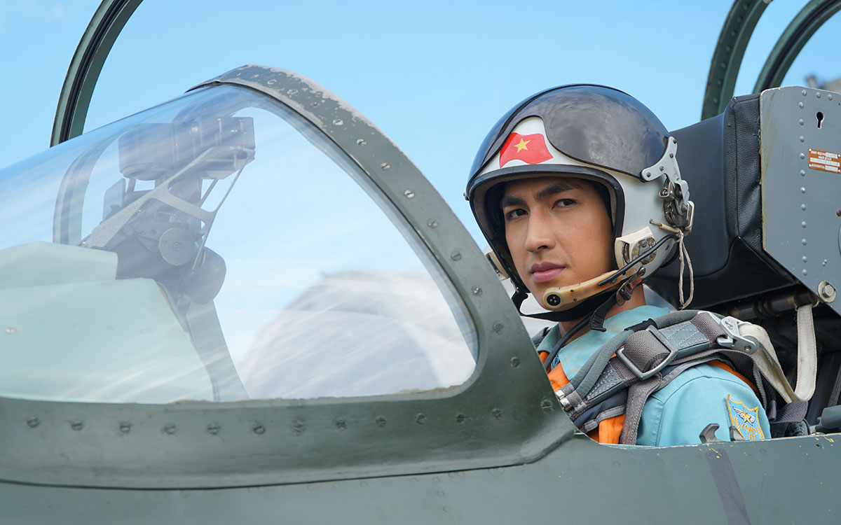 """Những tình yêu """"hơn cả bầu trời"""" trong bộ phim về những chàng học viên sĩ quan Không quân -0"""