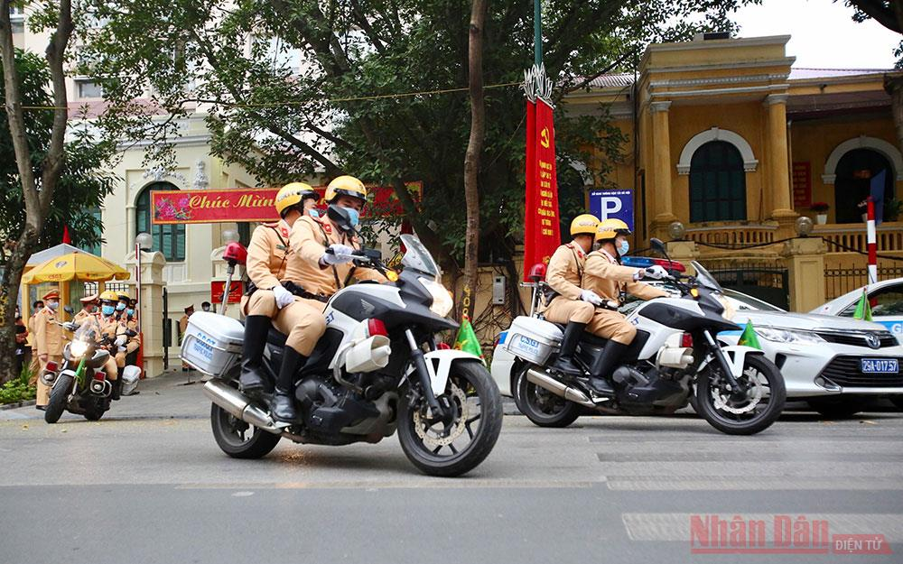Cảnh sát giao thông Hà Nội ra quan đảm bảo trật tự an toàn sau Tết -0