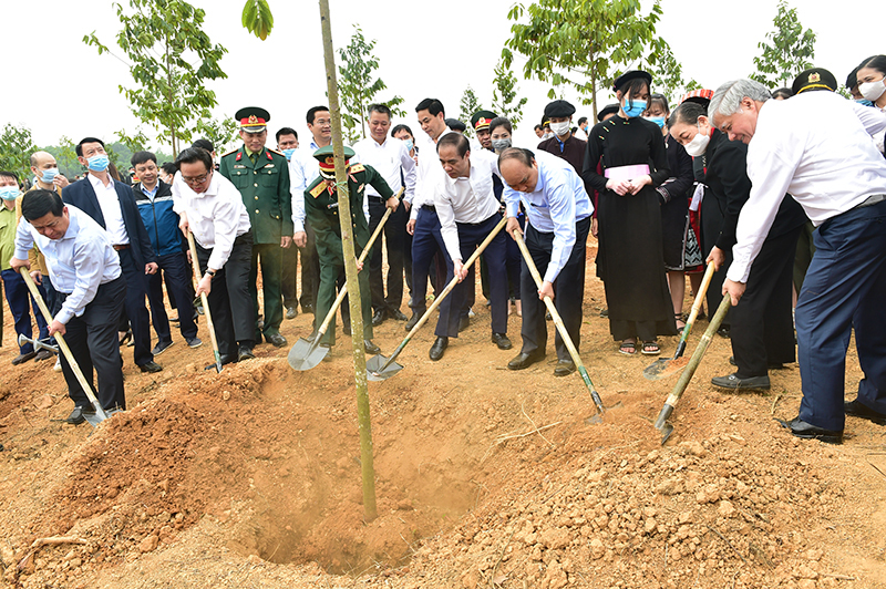 Thủ tướng Nguyễn Xuân Phúc dự Lễ phát động trồng một tỷ cây xanh tại Tuyên Quang -0