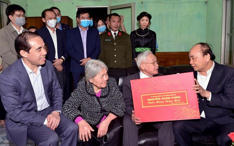 Thủ tướng Chính phủ Nguyễn Xuân Phúc làm việc tại Tuyên Quang -0