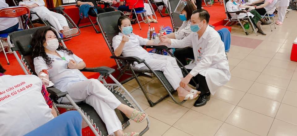 Ngày hội blouse trắng hiến máu vì người bệnh -0