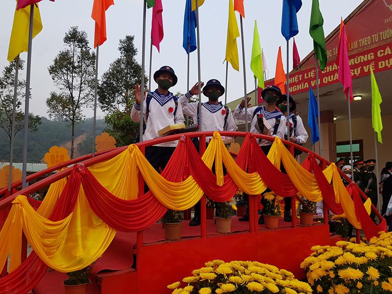 2.453 thanh niên Quảng Nam nô nức lên đường nhập ngũ -0