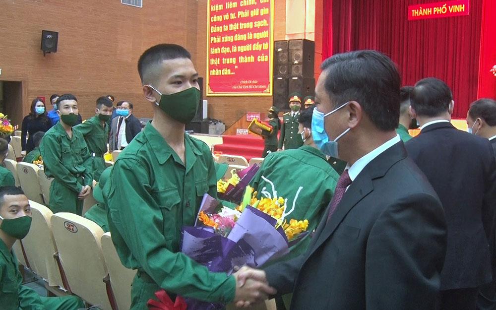 Hơn 3.300 thanh niên Nghệ An lên đường nhập ngũ -0