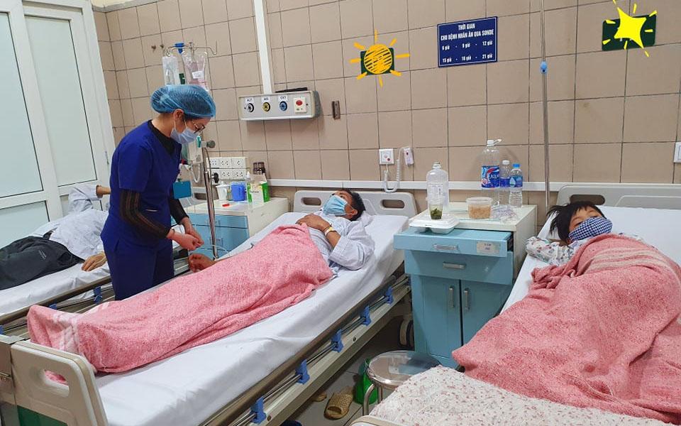 Cả gia đình nhập viện vì ngộ độc nấm -0