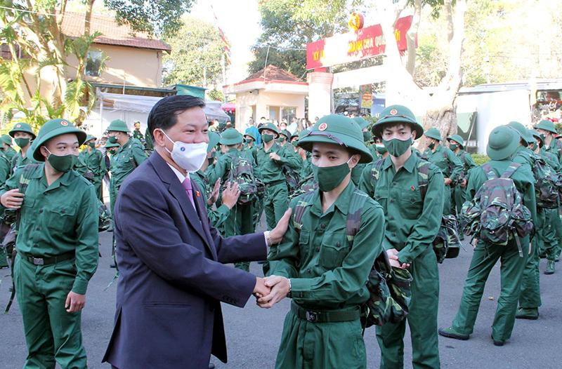 Lâm Đồng tổ chức lễ giao nhận quân trang nghiêm và an toàn -0