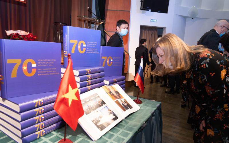 Ra mắt sách về 70 năm quan hệ Việt Nam – LB Nga -0