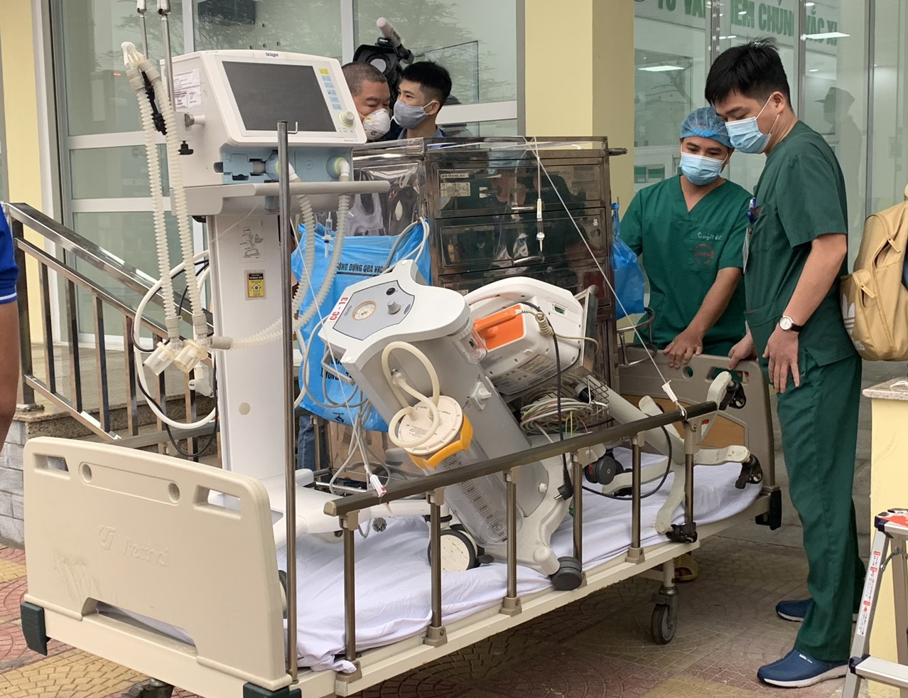 Những mũi vaccine phòng Covid-19 đầu tiên đã được tiêm tại Việt Nam -0