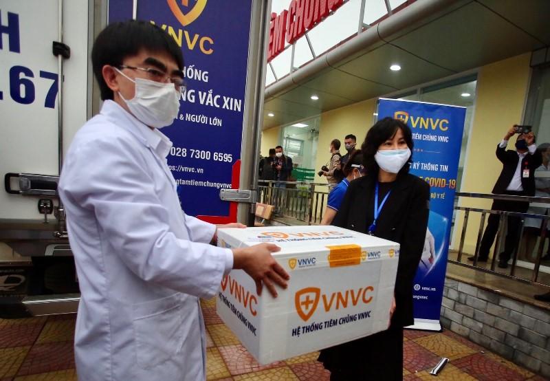Tiêm vaccine phòng Covid-19 tại nơi tuyến đầu chống dịch -0
