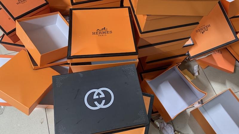 Thu giữ kho chứa 20 nghìn túi xách giả thương hiệu nổi tiếng -0