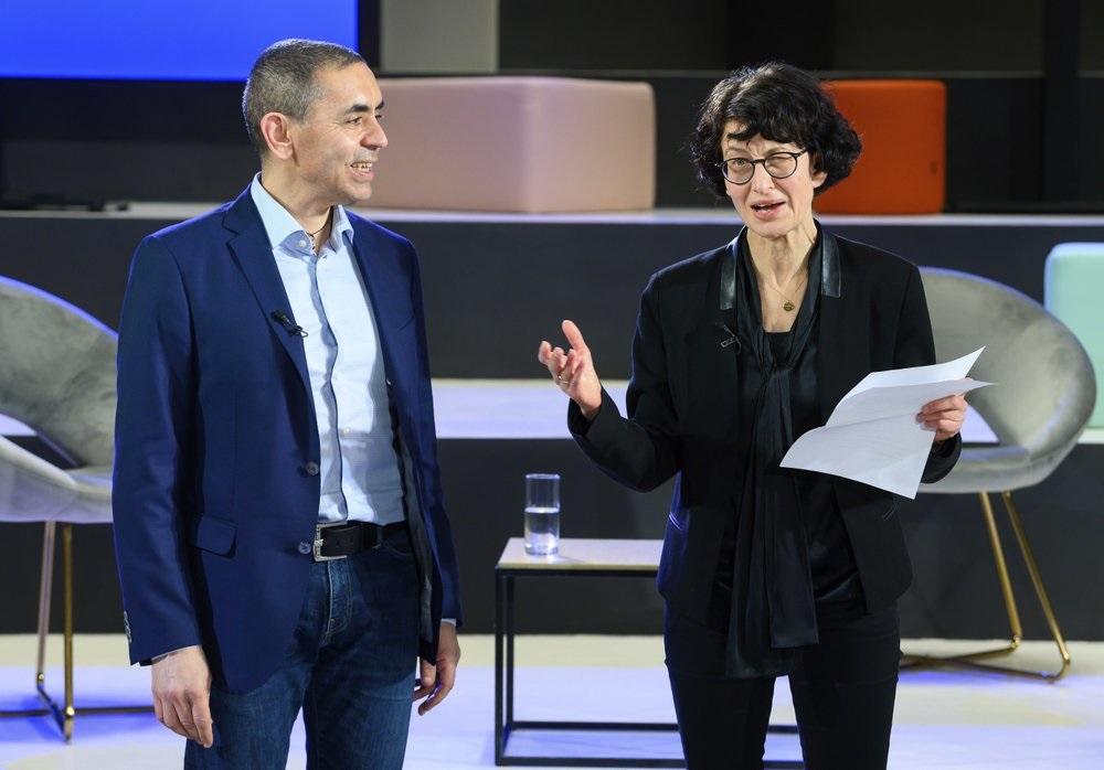 Cặp vợ chồng nhà khoa học sáng lập BioNTech: Mục tiêu tiếp theo là vaccine ngừa ung thư -0