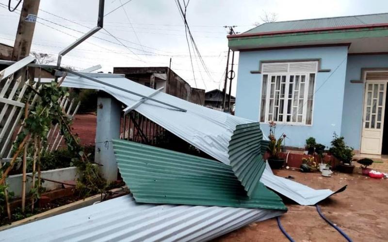 Liên tiếp xảy ra lốc xoáy làm hàng chục ngôi nhà bị sập và tốc mái tại Lâm Đồng -0