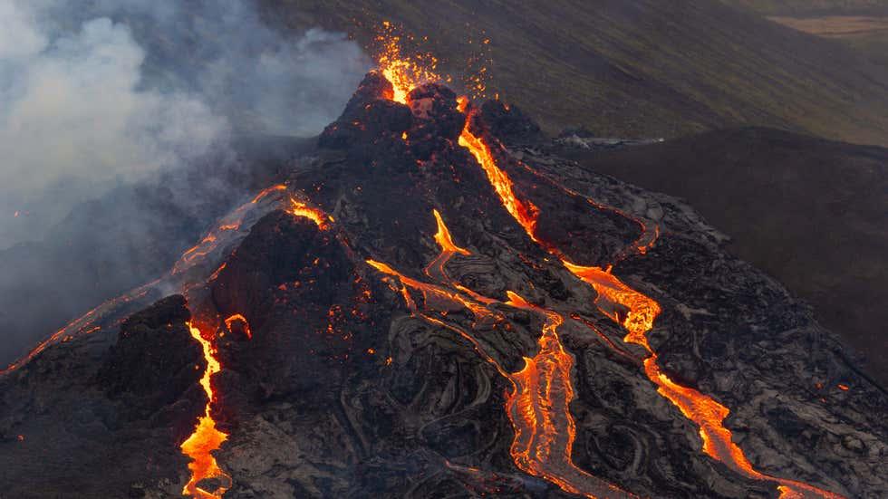 Hình ảnh núi lửa 6.000 năm tuổi phun trào ở Iceland -0