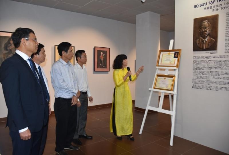 """Khai mạc triển lãm bộ sưu tập tranh độc đáo """"Houei"""" -0"""