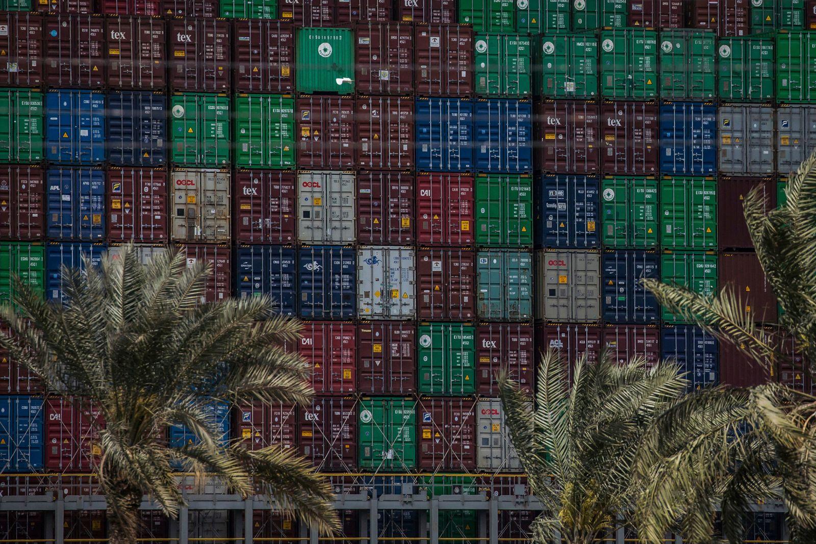 Toàn cảnh vụ tàu mắc kẹt ở kênh đào Suez -0