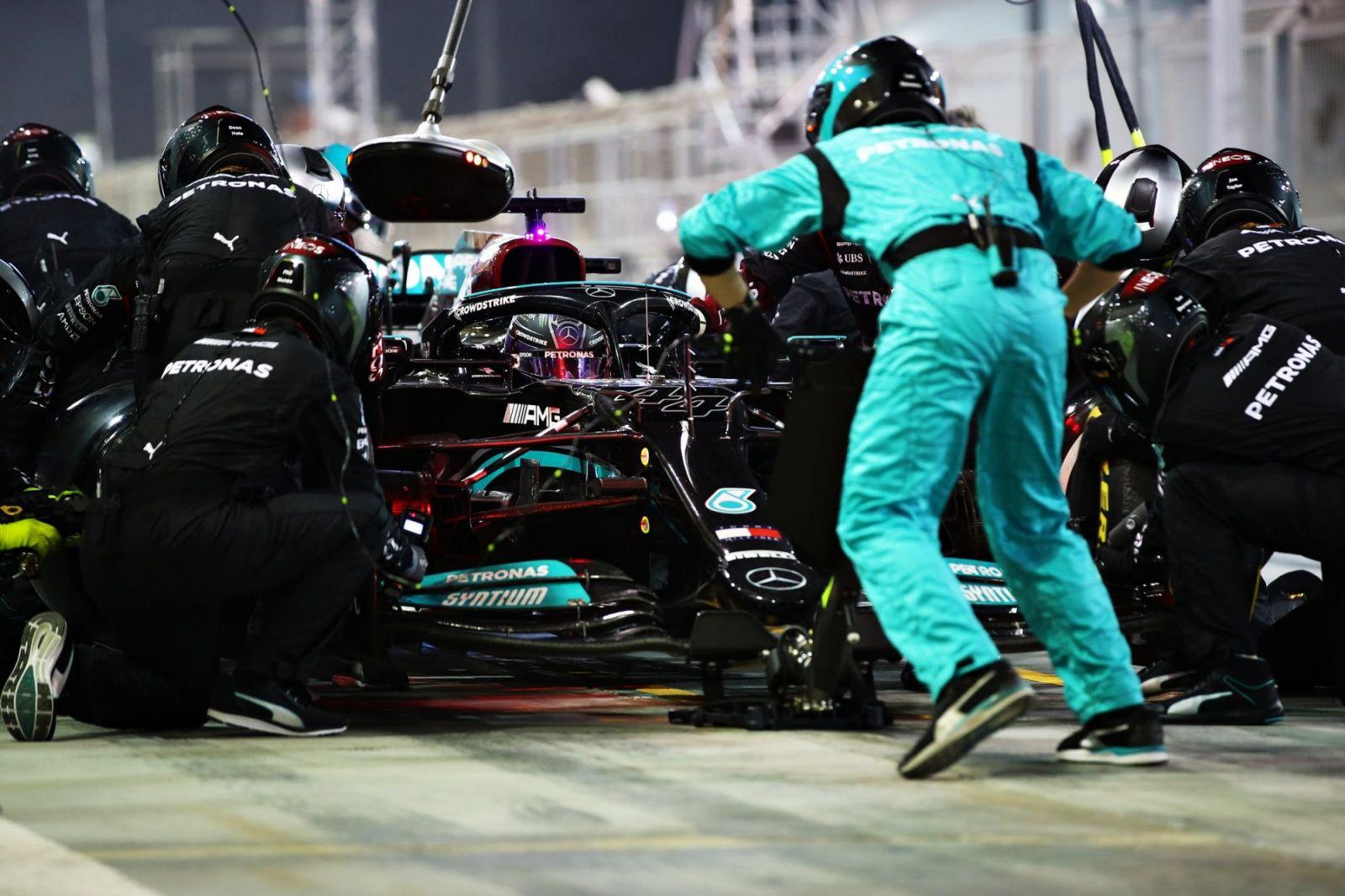 Kịch tính chặng đua mở màn F1 2021 -0