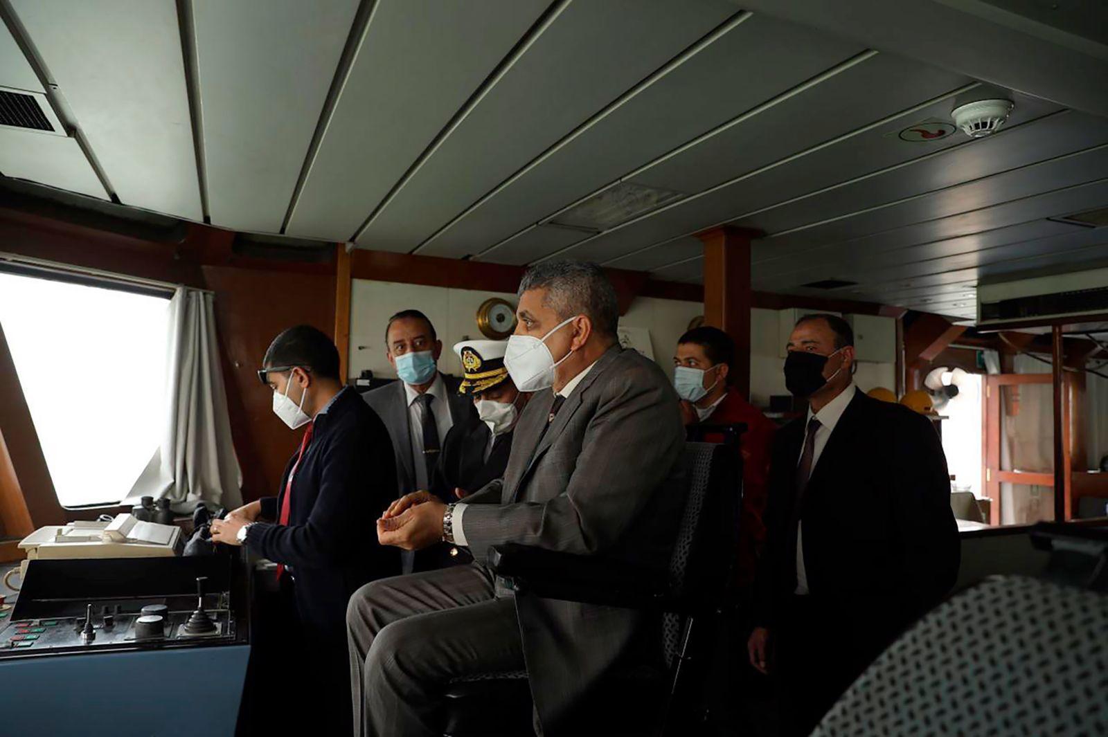 Toàn cảnh vụ tàu mắc kẹt trên kênh đào Suez -0