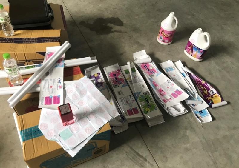 Phát hiện xưởng sản xuất nước giặt, nước rửa chén giả mạo hàng Thái Lan -1