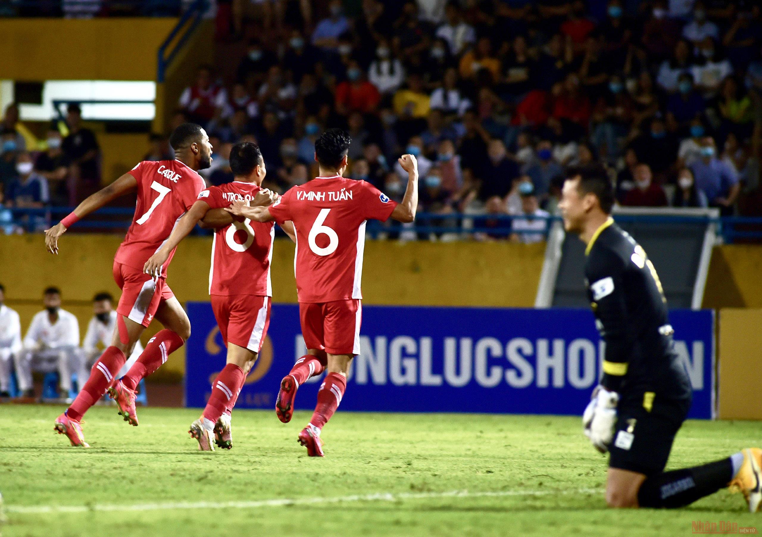 Than Quảng Ninh chiếm ngôi đầu bảng, Trọng Hoàng tỏa sáng trong trận derby thủ đô -0