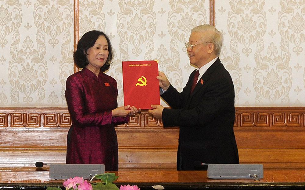 Tổng Bí thư Nguyễn Phú Trọng trao quyết định phân công Trưởng ban Tổ chức T.Ư và Trưởng ban Dân vận T.Ư -1