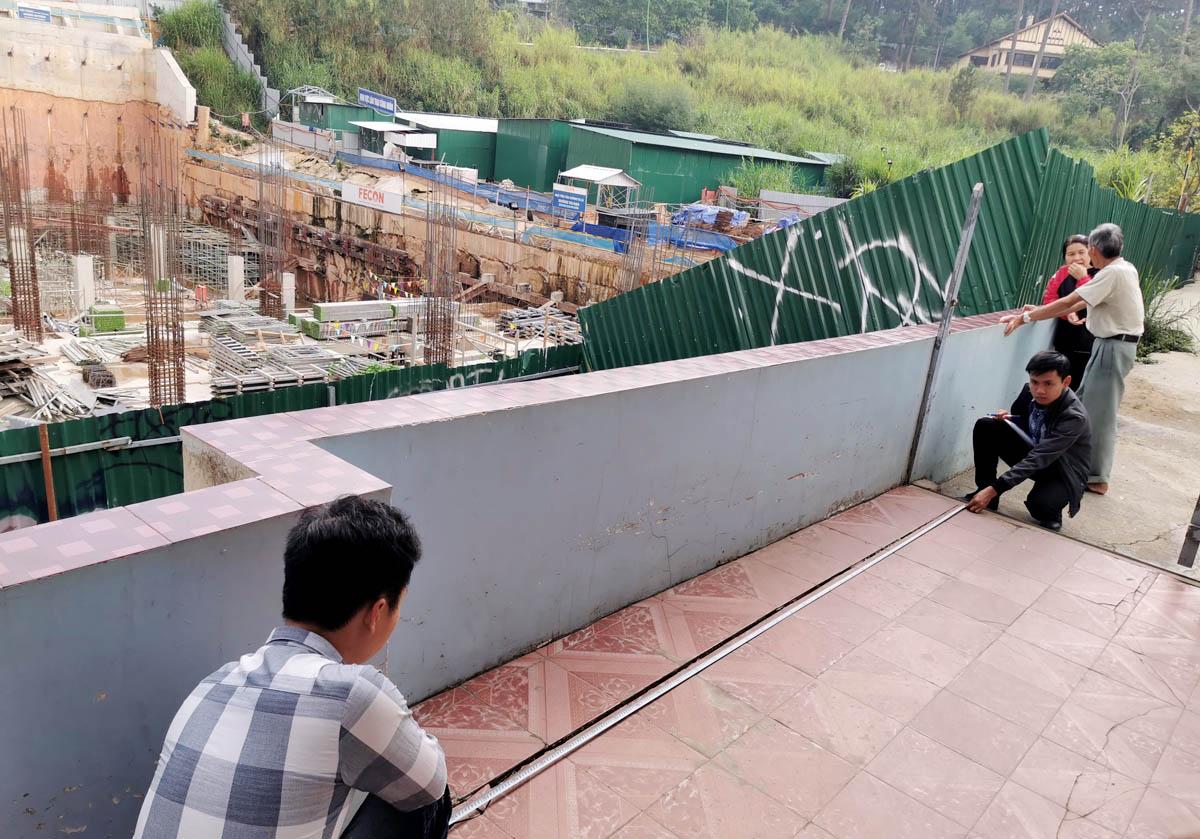 Thấp thỏm cạnh công trình dự án tại trung tâm Đà Lạt -0