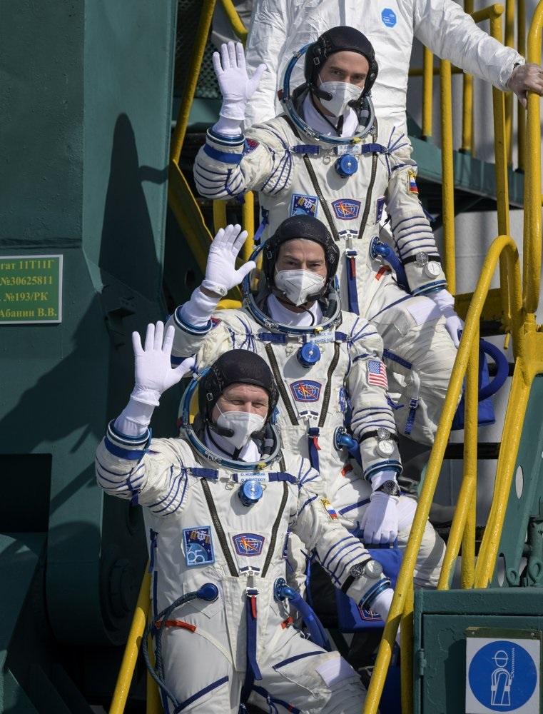 Ba nhà du hành vũ trụ Mỹ và Nga cập bến Trạm vũ trụ quốc tế -0