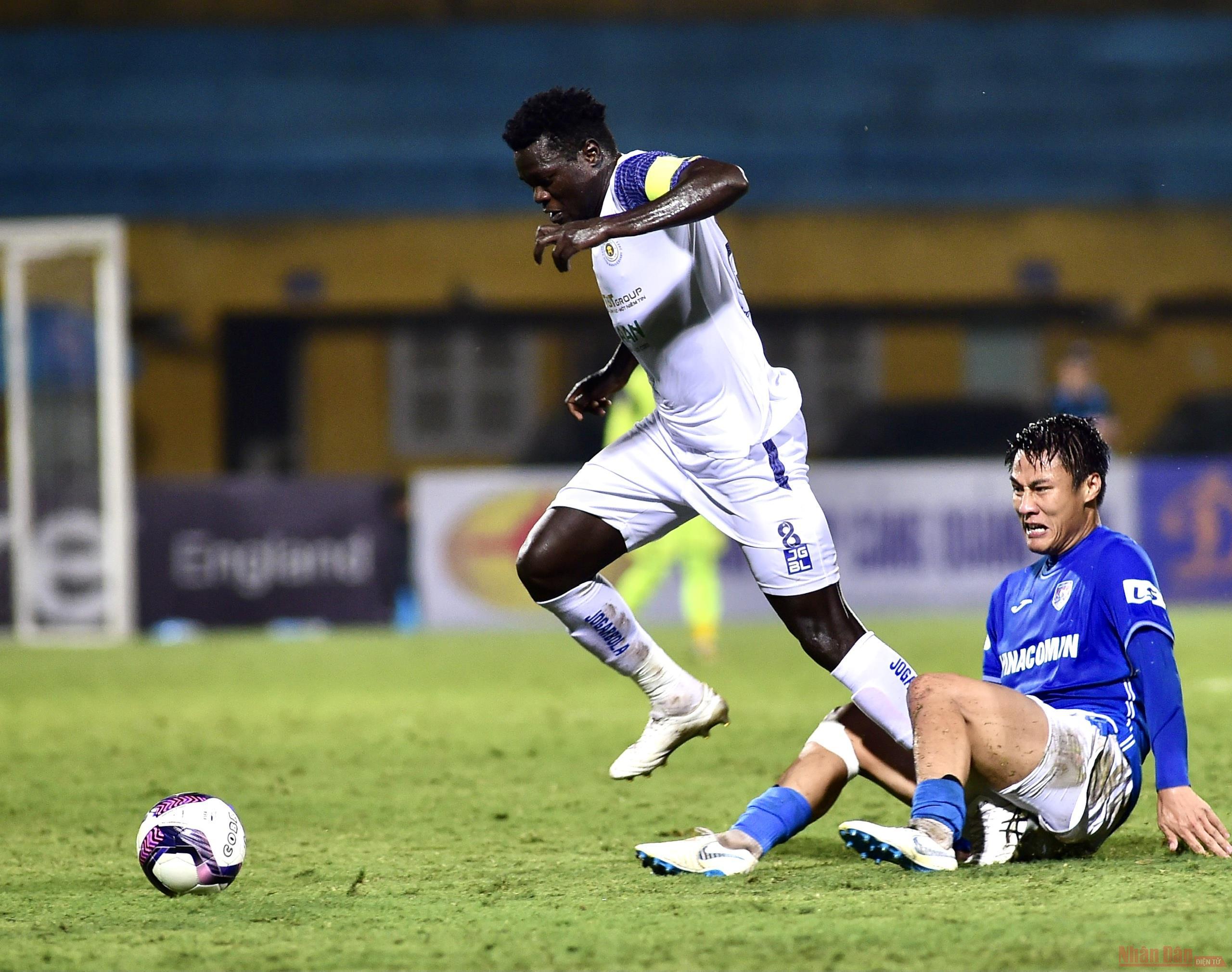 Hà Nội trở lại thăng hoa, Sài Gòn thắng tối thiểu Hà Tĩnh -0