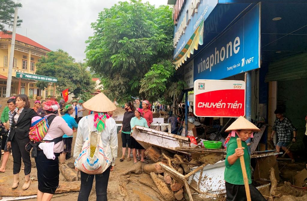 Lũ ống trong đêm làm hai người chết ở Lào Cai -0