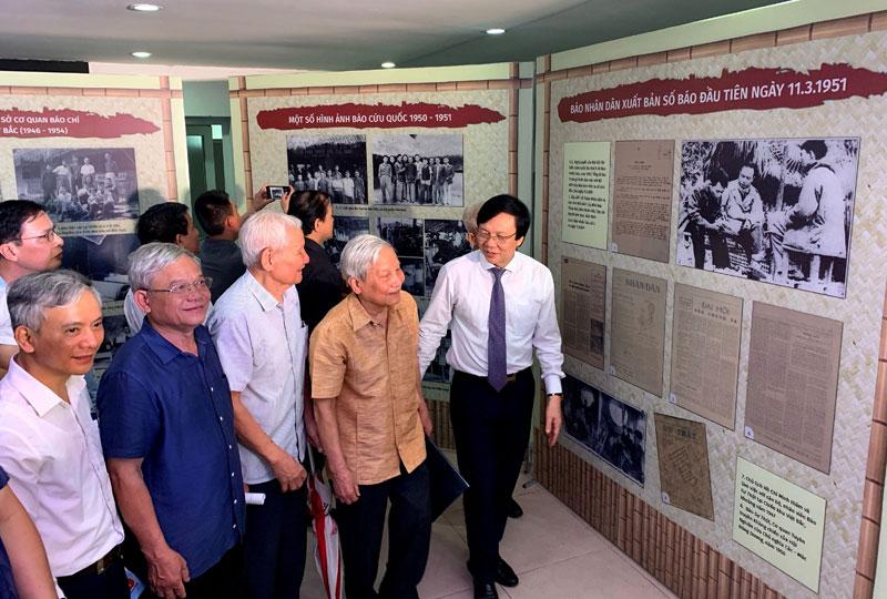 Trưng bày nhiều tài liệu, hiện vật quý về Báo chí Việt Nam 1946-1954 -0