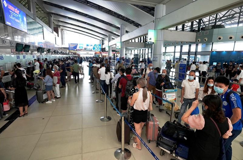 Họp khẩn bàn phương án giải tỏa ùn tắc tại sân bay Tân Sơn Nhất - Báo Nhân  Dân