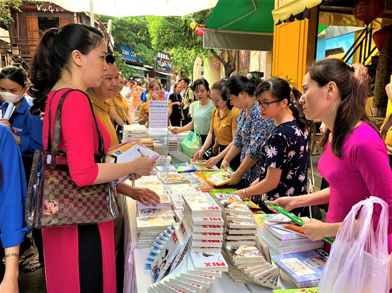 """Đắk Lắk phát động phong trào """"Thư viện về buôn"""" trao tặng sách cho học sinh vùng sâu, vùng xa, vùng khó khăn -0"""