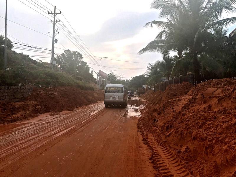 Sạt lở cát nghiêm trọng tuyến đường du lịch Mũi Né -0