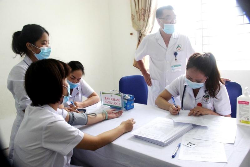 Lào Cai thực hiện tiêm 8.000 liều vaccine phòng Covid-19 -0
