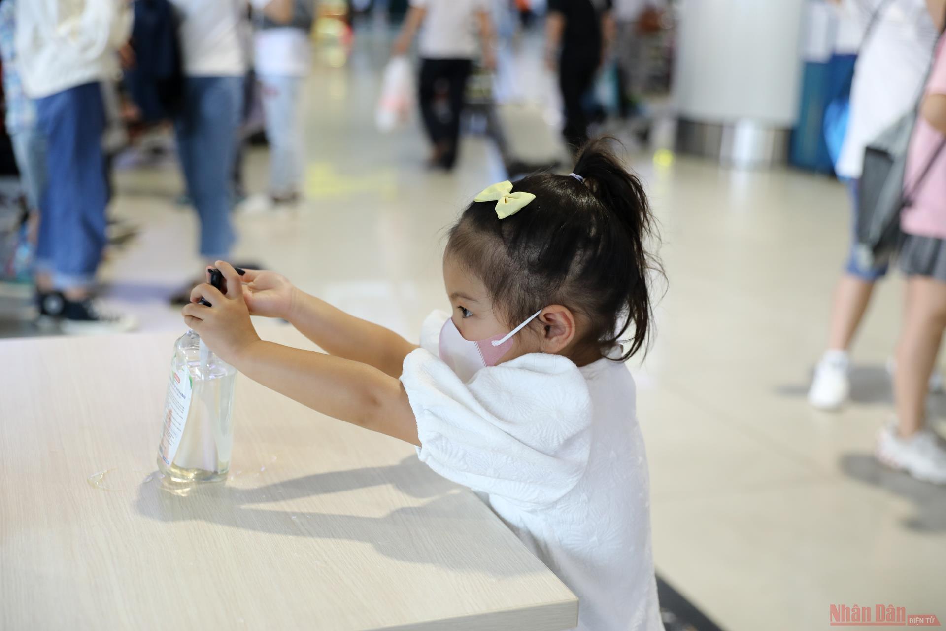 Sân bay Nội Bài đông nghẹt người rời thủ đô đi nghỉ lễ 30-4 và 1-5 -9